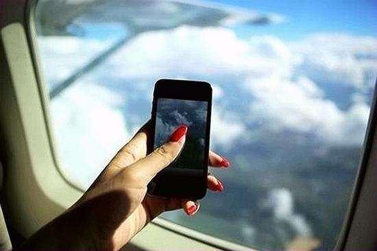 飞机上玩手机没那么美好